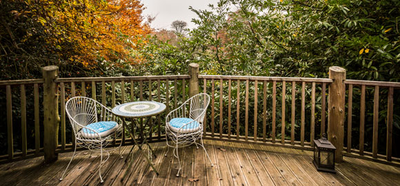 Harptree_court-outdoor-table-autumn-cropped