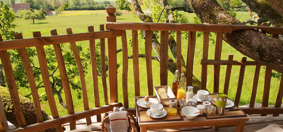 Breakfast-al-fresco,-Cabane