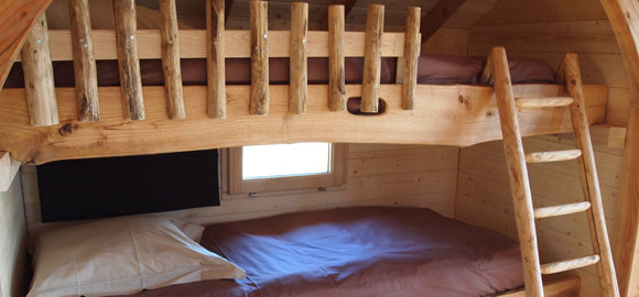 Bunks-at-Cabane-du-Perche,-